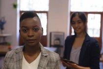 Portrait de collègues d'affaires en fonction — Photo de stock