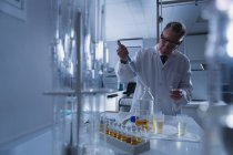 Attentive male scientist experimenting in laboratory — Stock Photo