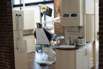 Председатель профессиональные пустой стоматология в стоматологической клинике — стоковое фото