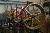 Закри цикл машини в мотузку, роблячи промисловості — стокове фото