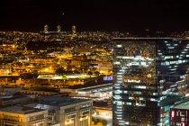 Vista aérea do distrito de negócios iluminado à noite — Fotografia de Stock