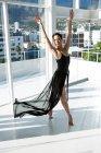 Dancer practicing contemporary dance in dance studio — Stock Photo
