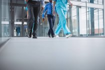 Doctors and nurses rushing for emergency in hospital premises — Stock Photo