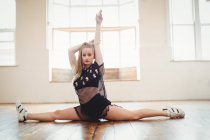 Young pretty woman practicing hip hop dance in studio — Stock Photo