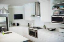 Вдома на кухні. — стокове фото