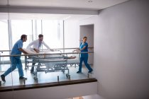 Team of doctors taking pregnant woman to operation theatre in the hospital — Stock Photo