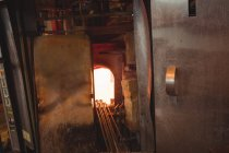 Glass heated in glassblowers  oven at glassblowing factory — Stock Photo