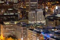 Vista aérea da empresas arranha-céus da cidade à noite — Fotografia de Stock