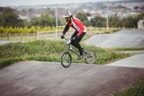 Cyclist riding BMX bike in skatepark — Stock Photo