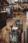 Molten glass on blowpipe on marver table at glassblowing factory — Stock Photo