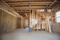 Interior de um edifício em construção — Fotografia de Stock