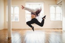 Young woman practicing hip hop dance in studio — Stock Photo