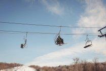 Туристичні подорожі в підйомника на лижний курорт — стокове фото