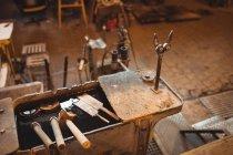 Закри glassblowing блок на заводі glassblowing — стокове фото