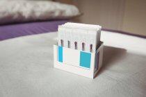 Nahaufnahme von trockenen Nadeln in geöffneter Schachtel — Stockfoto