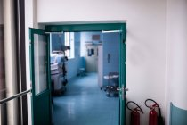 Vue intérieure du couloir hospitalier vide — Photo de stock
