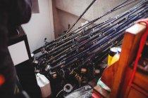 Закри вудки в риболовецьке судно — стокове фото