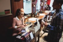 Man making payment with his credit card in barber shop — Stock Photo