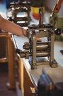 Крупный план ювелирного прокатного стана в цехе — стоковое фото