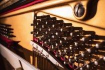 Close-up de cordas de piano abertas, quadro completo — Fotografia de Stock