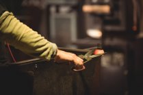 Glassblower working on molten glass at glassblowing factory — Stock Photo