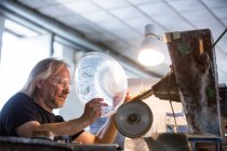 Glassblower working on a glass at glassblowing factory — Stock Photo