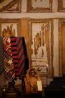 Різних зв'язків і сумочка виставлені в бутік-магазині — стокове фото