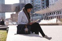 Hijab woman using digital tablet in city — Stock Photo
