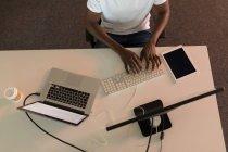 Висока кут зору бізнес виконавчої роботи бюро в офісі — стокове фото
