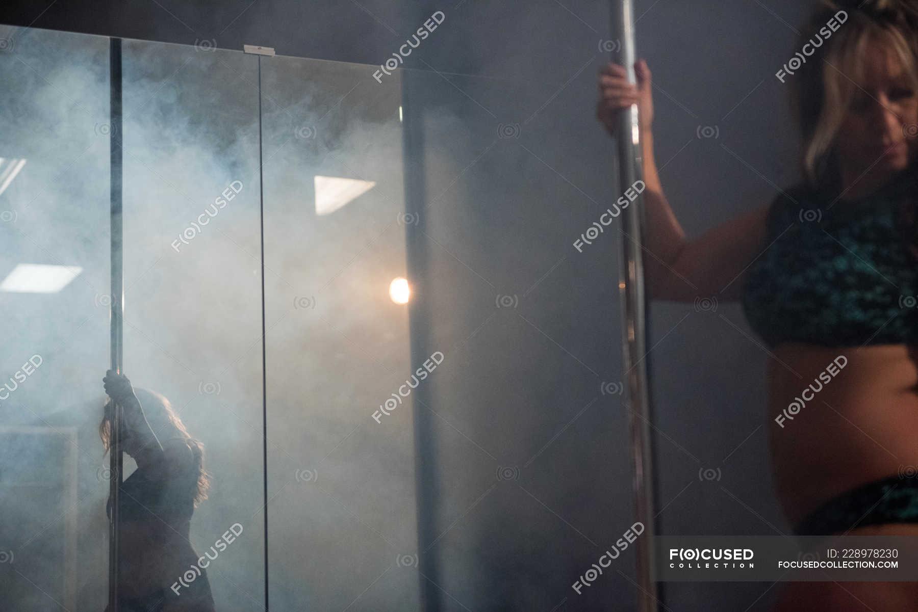 Танцы возле зеркала клип фото голых