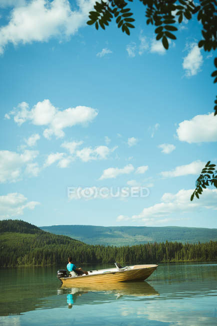 Man travelling on motorboat in a lake — Stock Photo