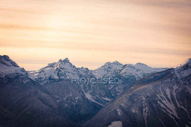 Snow covered mountains during sunset, british columbia — Stock Photo