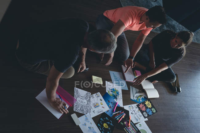 Business colleagues discussing over documents in office — Stock Photo