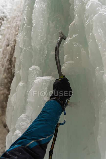 Close-up of male rock climber climbing ice mountain — Stock Photo