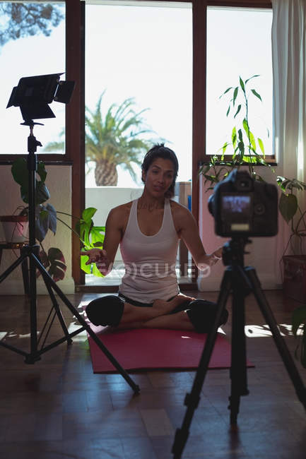 Beautiful female video blogger exercising at home — Stock Photo