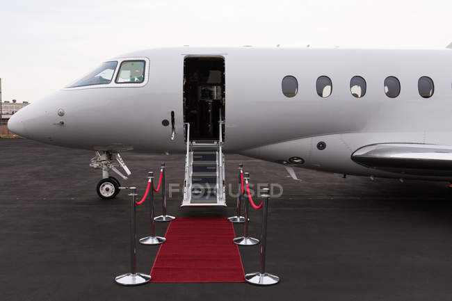 Private jet at terminal on a sunny day — Stock Photo