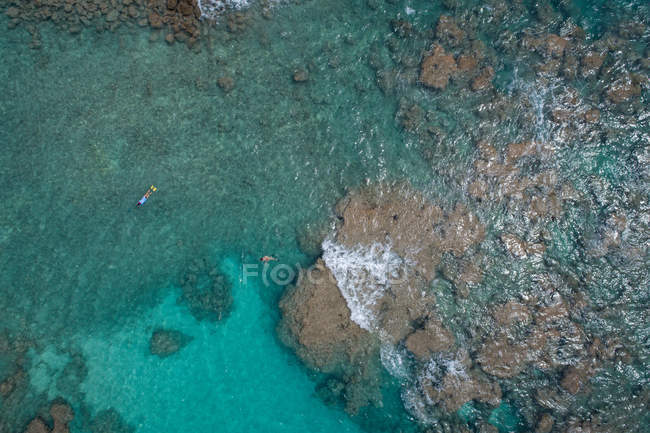 Vista aérea del hermoso mar turquesa - foto de stock