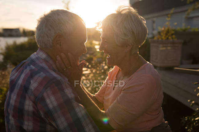 Happy senior couple looking at each other in the backyard — Stock Photo