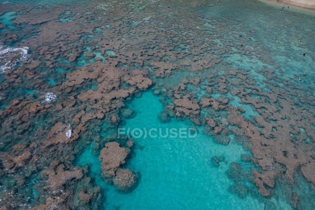 Vista aérea do belo mar azul-turquesa — Fotografia de Stock