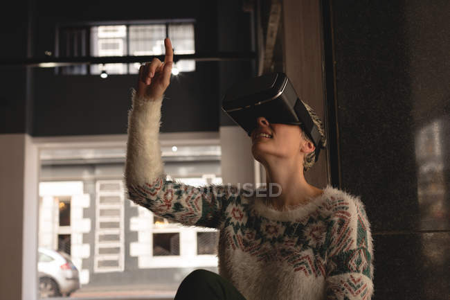 Businesswoman using virtual reality headset in cafeteria at office — Stock Photo