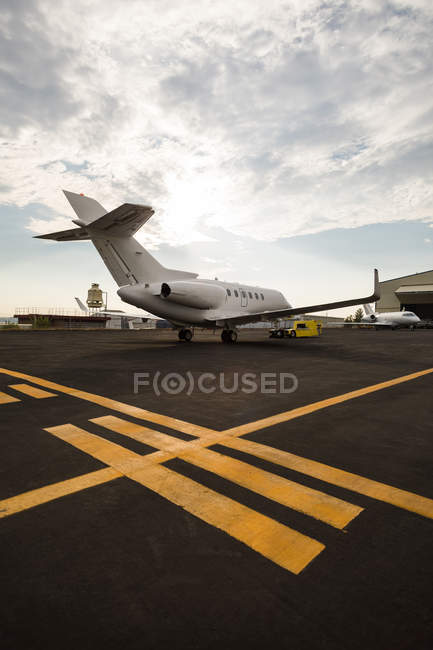 Private jet with trolley at terminal on a sunny day — Stock Photo
