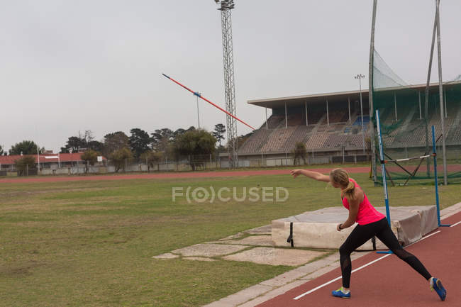 Female athlete practicing javelin throw at sports venue — Stock Photo