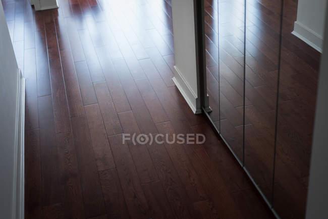 Інтер'єр сучасні дерев'яні підлоги — стокове фото