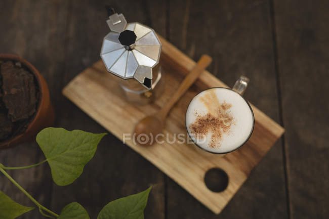 Coffee served on a wooden table at a coffee shop — Stock Photo