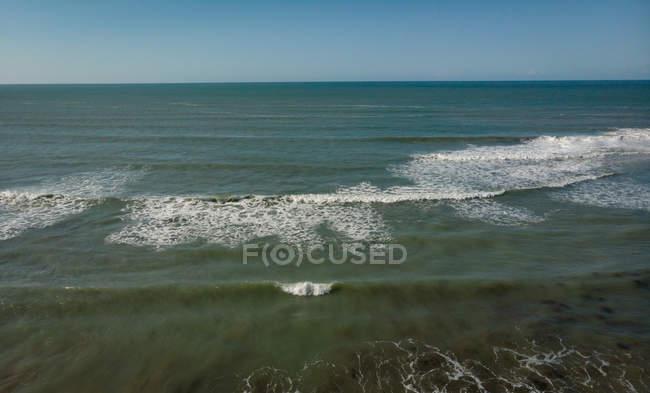 Veduta del bellissimo oceano in una giornata di sole — Foto stock