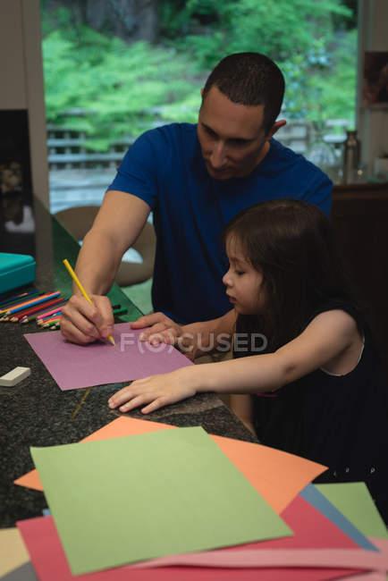 Батько і дівчина малюнок ескіз в домашніх умовах — стокове фото
