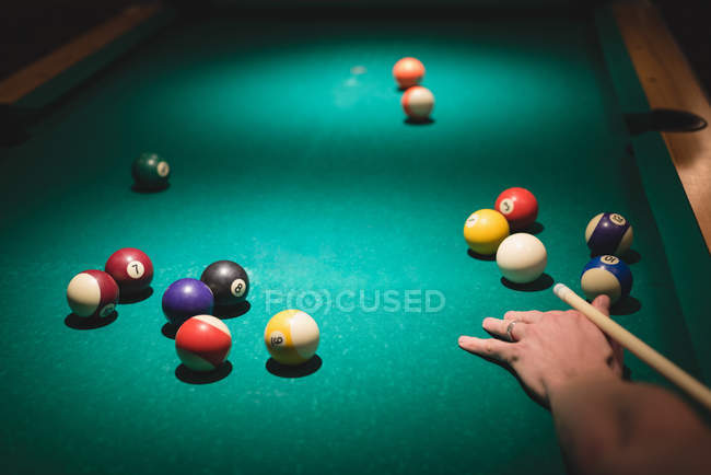 Man playing snookers in the night club — Stock Photo