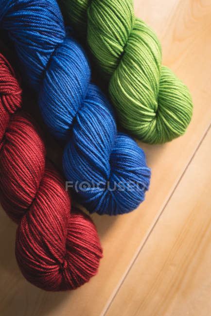Close-up multicolored  yarn in arranged in row — Stock Photo