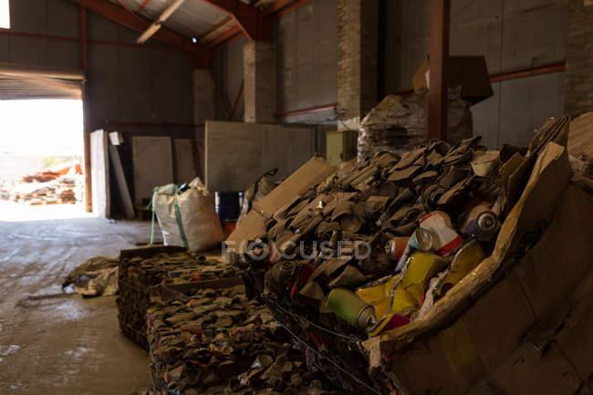 Müll in der Schrottplatz tagsüber — Stockfoto