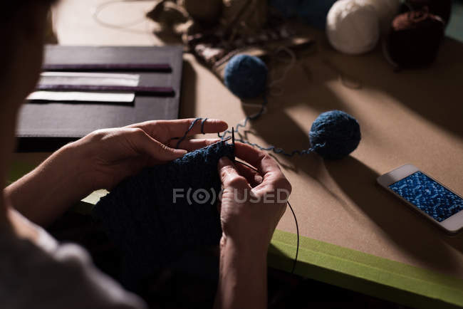 Close-up of woman knitting wool at tailor shop — Stock Photo